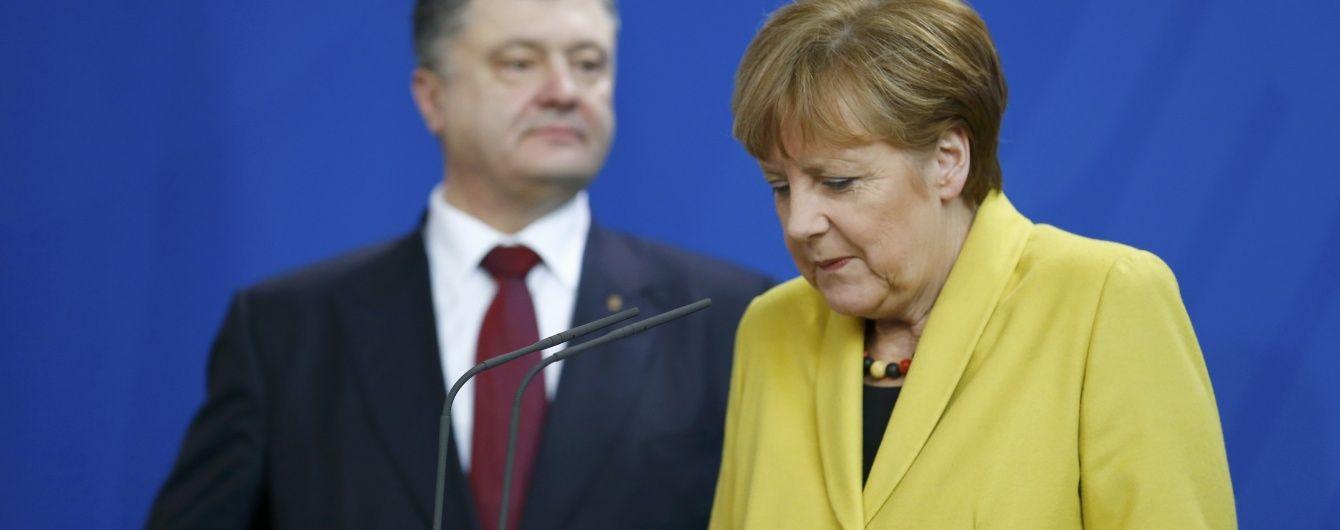 Тиск на РФ та звільнення заручників. Порошенко обговорив із Меркель ситуацію на Донбасі
