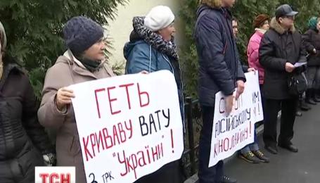 Очистить украинский телеэфир от российских сериалов требовали активисты возле окружного админсуда