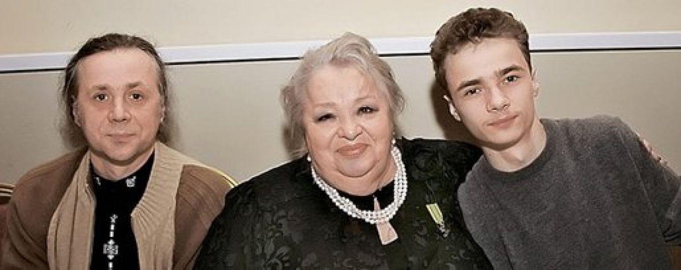 Син Крачковської запевнив, що не відвертався від покійної мами