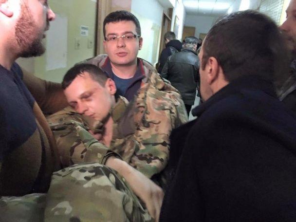 """СБУ оголосила підозру в тероризмі главі """"Азову-Крим"""", після чого він знепритомнів"""