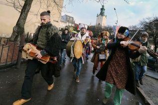 Скільки на туристах заробляють бюджети Львова та Одеси