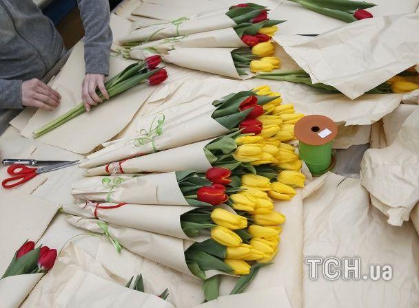 Reuters показало, як у Києві готують тюльпани до 8 березня