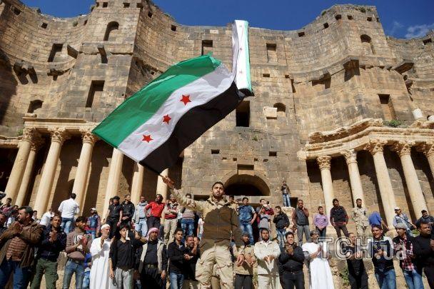 Найяскравіші фото дня: протест сирійців у римському амфітеатрі, тисяча панд у Таїланді