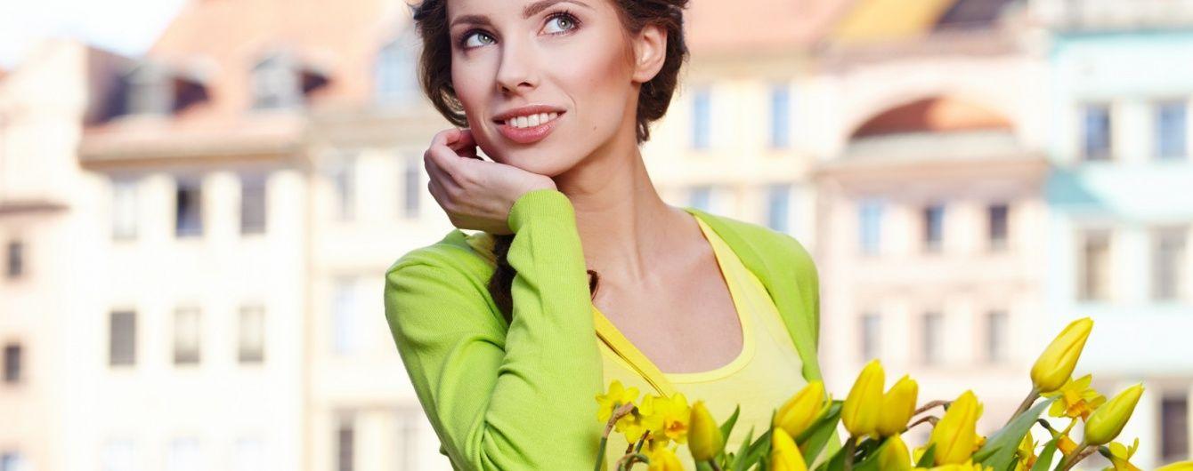 Фото в ресторані та широка посмішка. Вчені вивели формулу успіху жінок на сайтах знайомств