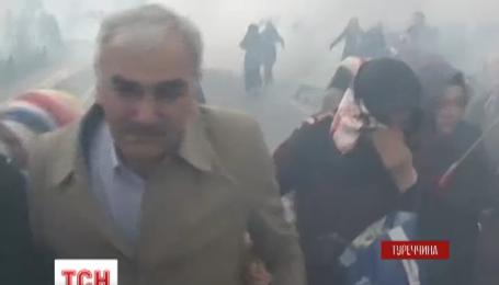 Турецкая полиция разогнала демонстрантов в Стамбуле слезоточивым газом и пластиковыми пулями