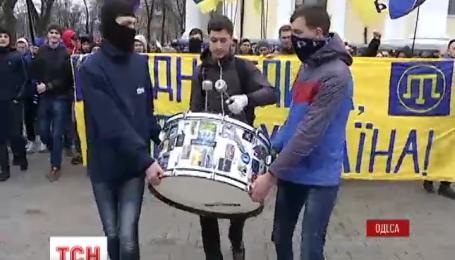 В Одессе футбольные фаны маршем отметили начало сезона