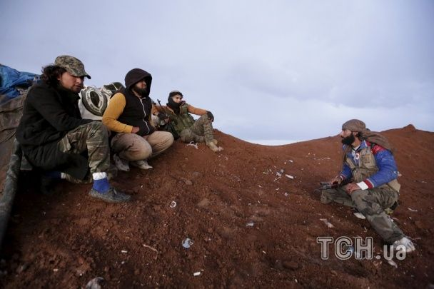 Окопи, кулемети, вівці: Reuters показало фото побуту сирійських повстанців