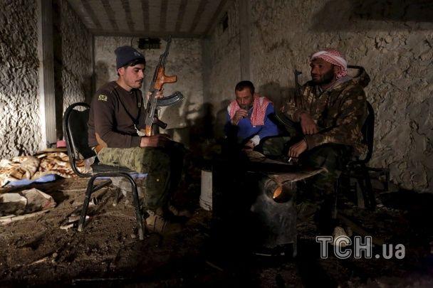 Окопы, пулеметы, овцы: Reuters показало фото быта сирийских повстанцев