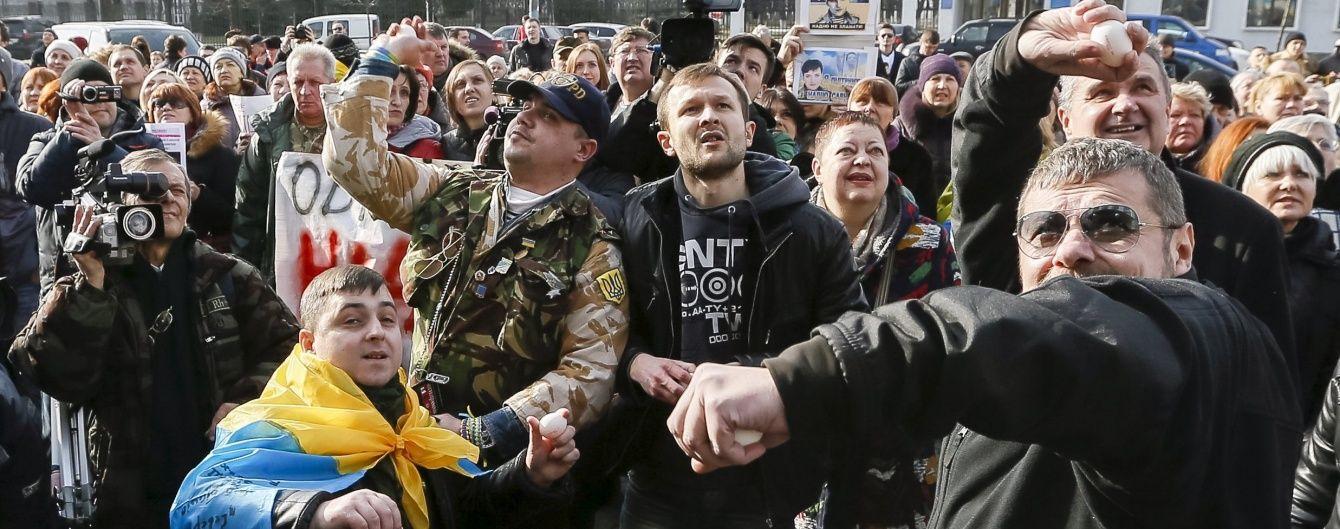 """В Авакова пікети під представництвами РФ в Україні назвали """"вандалізмом"""""""