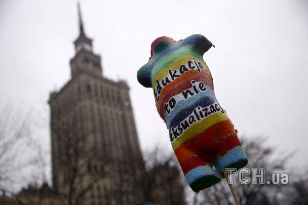 У Варшаві жінки вийшли на демонстрацію проти обмежень на аборти