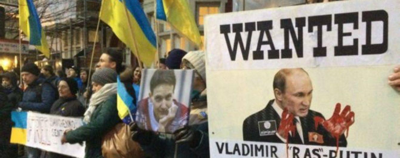 Українці у Лондоні пікетують російське посольство