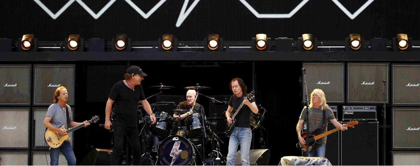 Соліст легендарного рок-гурту ризикує стати повністю глухим