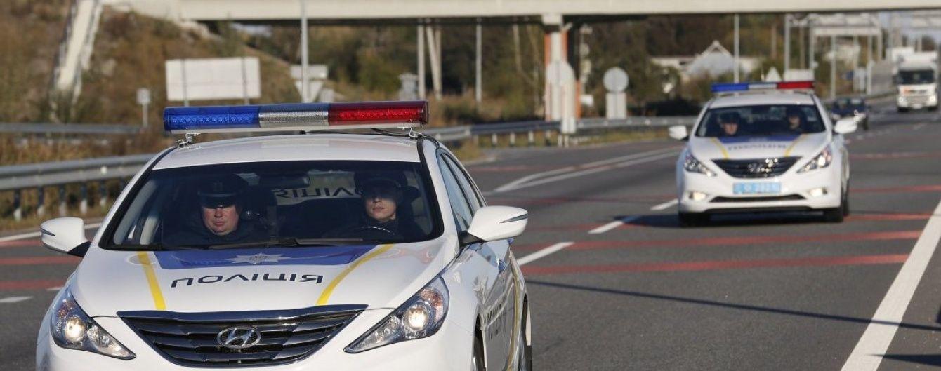 На Тернопільщині п'яний водій накинувся на полісменів та вкусив одного із них