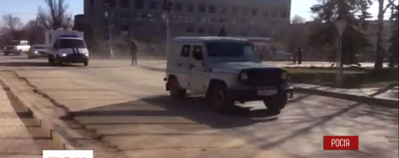 Савченко привезли под бдительной охраной в суд