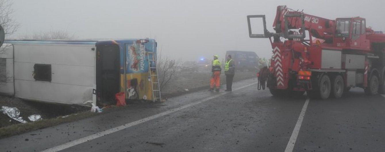 У Чехії автобус з дітьми вилетів у кювет, є постраждалі