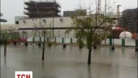 Через ураган в Абу-Дабі затримуються авіарейси