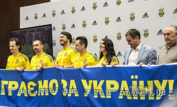 У чому збірна України гратиме на Євро-2016: фото презентації форми