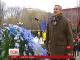 Під пам'ятником Тараса Шевченка святкують День народження Кобзаря