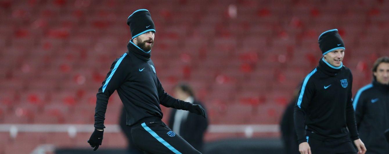 """Іспанська фанатка з дикими криками напала на захисника """"Барселони"""""""
