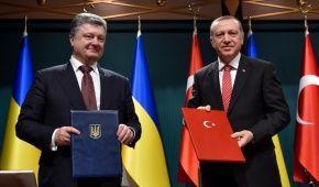 Порошенко привітав Ердогана із перемогою на виборах