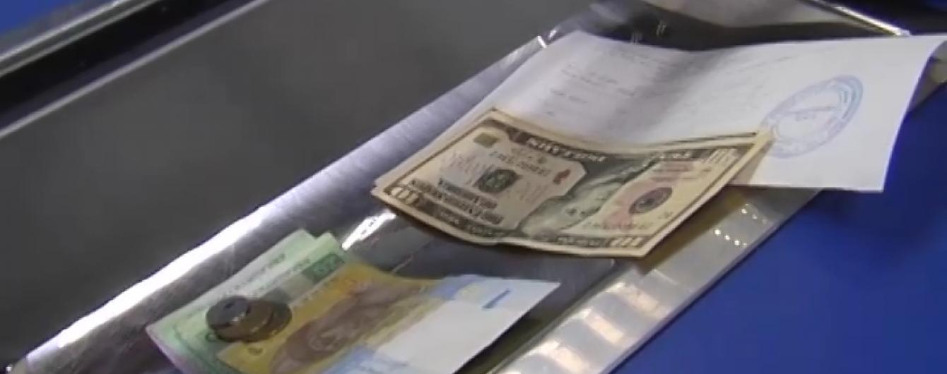 На міжбанку дешевшає валюта