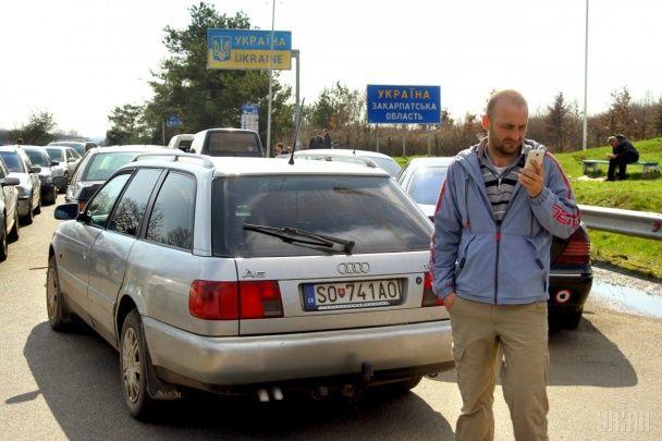 На кордоні України закарпатські водії почали блокувати три КПП