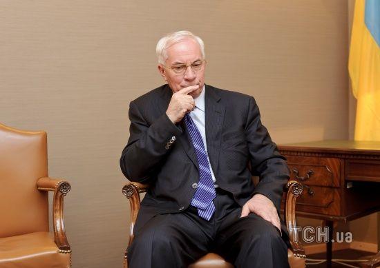 Азаров попросив суд допитати його у справі Януковича