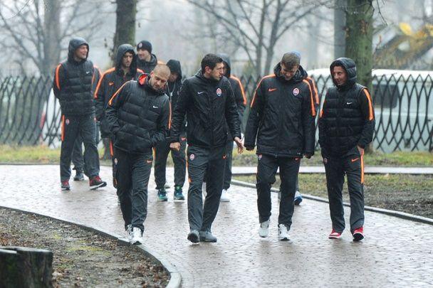 """Гравці """"Шахтаря"""" прогулялися дощовим Львовом перед поєдинком Ліги Європи"""