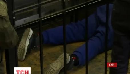 Бывший пасынок Фирташа, который спровоцировал смертельное ДТП, потерял сознание в суде