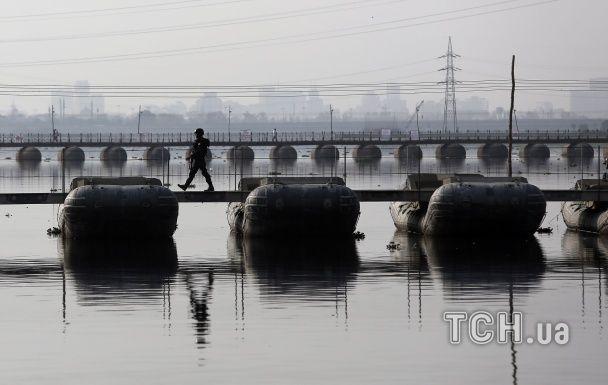 Найяскравіші фото дня: протест тибетців проти Китаю, Фукусіма з висоти пташиного польоту