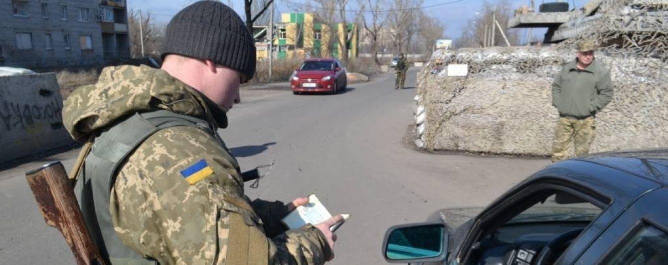 На травневі свята на Донеччині подовжать роботу пунктів в'їзду-виїзду