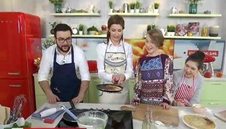 Марина Порошенко разом із Русланом Сенічкіним приготували незвичайні млинці