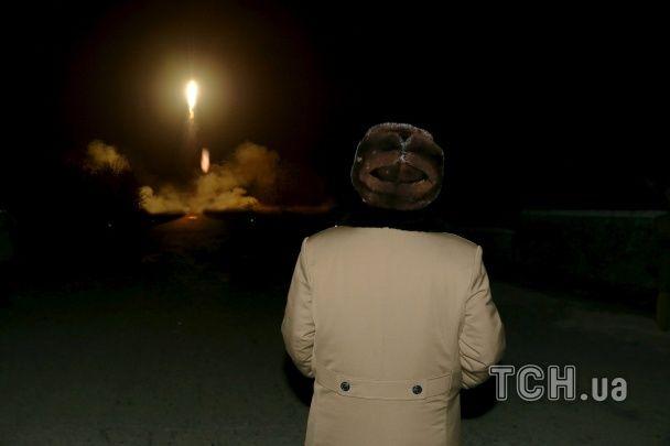 Военные заигрывания: КНДР выпустила баллистическую ракету с неизвестной площадки