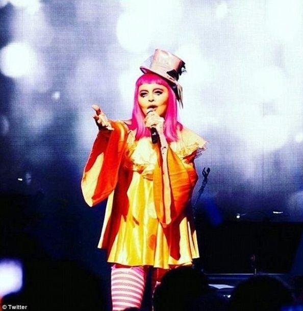 """""""Сумний клоун"""" Мадонна шокувала виступом у незвичному образі"""