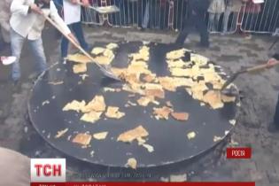 У Росії офіційно заборонили на Масляну роздавати млинці лопатами