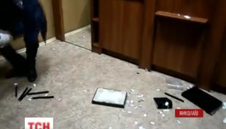 У Миколаєві троє у масках обчистили ювелірну крамницю за кілька хвилин