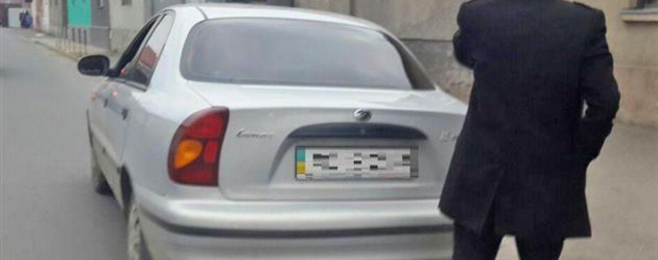 У Мукачевому поліцейські затримали п'яного як чіп прокурора за кермом