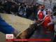 У російському Воронежі під час змагання на поїдання млинців вдавився і помер чоловік