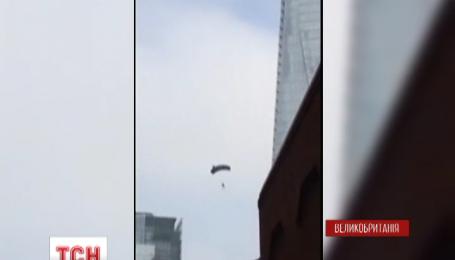 В Лондоне экстремал прыгнул с самого высокого небоскреба