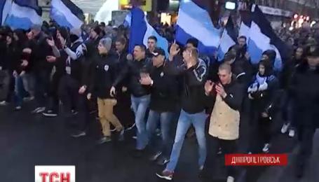 """В Днепропетровске фанаты """"Шахтера"""" и """"Днепра"""" прошли совместным маршем"""