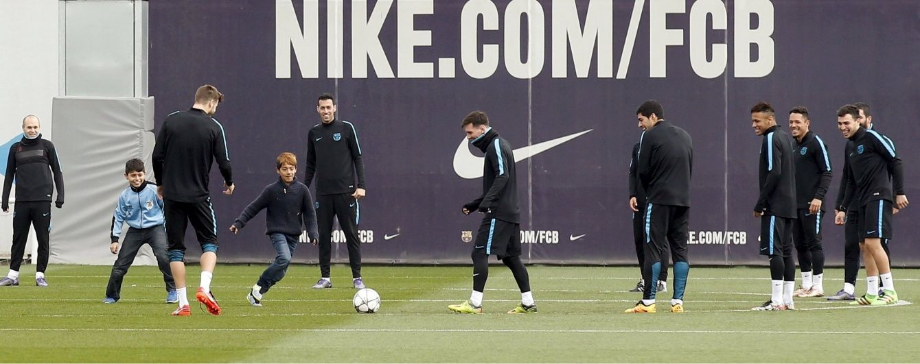 """Три хлопчики таємно пробралися на тренування """"Барселони"""" і приєдналися до футболістів"""