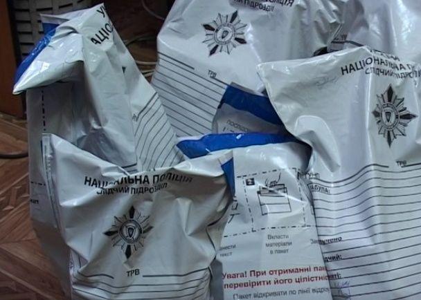 У Києві сталася ДТП із напакованим зброєю та наркотиками позашляховиком
