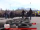 В Одесі будівлю обласної адміністрації обклали автомобільними шинами