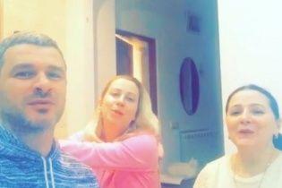 Родинний хор: Матвієнко з мамою і нареченим злилися у народній пісні