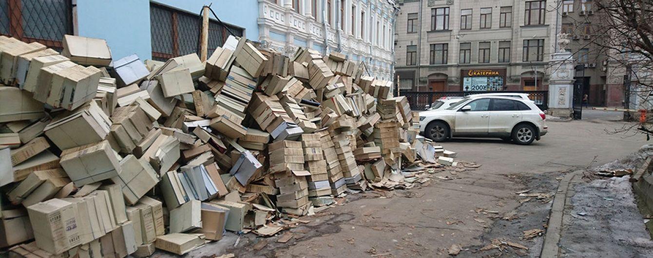 У Росії на смітник викинули купу документів з архівів КДБ (фото)