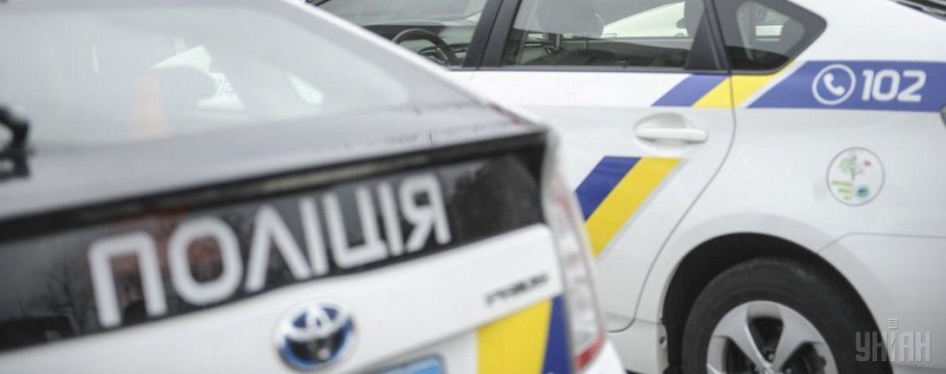 На Одещині четверо чоловіків напали на поліцейських та забрали їхнє авто