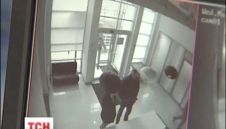 Детективы НАБУ проводят обыск в офисе депутата Онищенко
