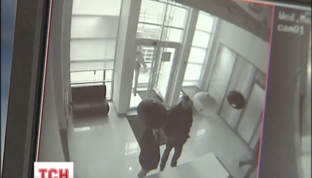 Детективи НАБУ проводять обшук в офісі депутата Онищенка