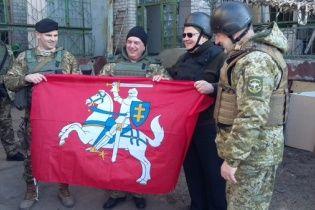 Глава МЗС Литви похизувався світлиною з українськими бійцями на передовій