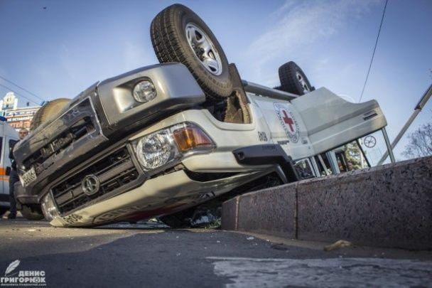 У центрі окупованого Донецька сталася моторошна ДТП із автомобілем Червоного Хреста